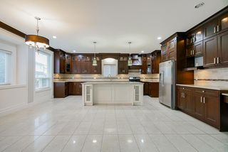 Photo 3: 8087 211 Street in Langley: Willoughby Heights House for sale : MLS®# R2434811