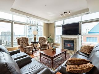 Photo 2: 2802 910 5 Avenue SW in Calgary: Downtown Commercial Core Apartment for sale : MLS®# C4297181