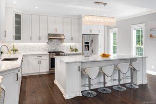 Photo 3: 785 Hampshire Rd in Oak Bay: OB South Oak Bay House for sale : MLS®# 844813