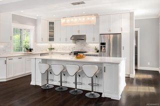 Photo 2: 785 Hampshire Rd in Oak Bay: OB South Oak Bay House for sale : MLS®# 844813