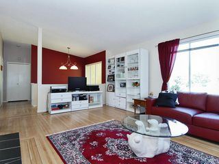 Photo 4: 15631 Roper Avenue in White Rock: Home for sale : MLS®# F2912388