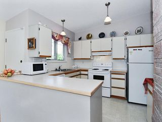 Photo 2: 15631 Roper Avenue in White Rock: Home for sale : MLS®# F2912388