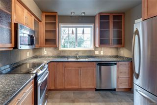 Photo 2: 101 1220 Fort St in : Vi Downtown Condo for sale (Victoria)  : MLS®# 862716