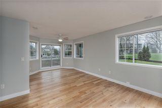 Photo 1: 101 1220 Fort St in : Vi Downtown Condo for sale (Victoria)  : MLS®# 862716