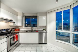 """Photo 9: 1704 1235 QUAYSIDE Drive in New Westminster: Quay Condo for sale in """"Riviera"""" : MLS®# R2404511"""
