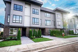 Photo 1: 16 19670 55A Avenue in Langley: Langley City Townhouse for sale : MLS®# R2426679