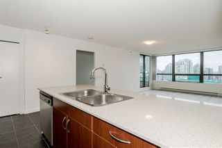Photo 5: 1602 938 SMITHE Street in Vancouver: Downtown VW Condo for sale (Vancouver West)  : MLS®# R2439605