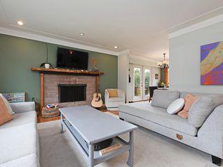 Photo 2: 679 Vanalman Ave in Saanich: SW Northridge House for sale (Saanich West)  : MLS®# 844157