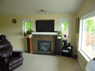 "Photo 2: 5744 EMILY Way in Sechelt: Sechelt District House for sale in ""CASCADE HEIGHTS"" (Sunshine Coast)  : MLS®# R2400913"