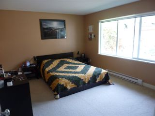 "Photo 9: 5744 EMILY Way in Sechelt: Sechelt District House for sale in ""CASCADE HEIGHTS"" (Sunshine Coast)  : MLS®# R2400913"