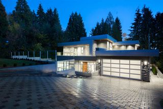 Photo 1: 257 E ST JAMES Road in North Vancouver: Upper Lonsdale House for sale : MLS®# R2399629