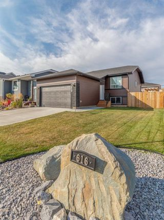 Photo 2: 616 Country Meadows Close: Turner Valley Detached for sale : MLS®# A1039044