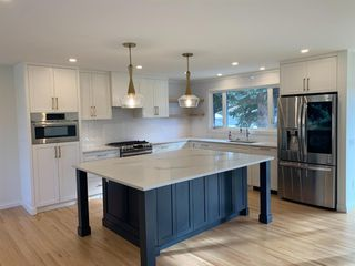 Photo 2: 5832 Lodge Crescent SW in Calgary: Lakeview Detached for sale : MLS®# A1046811