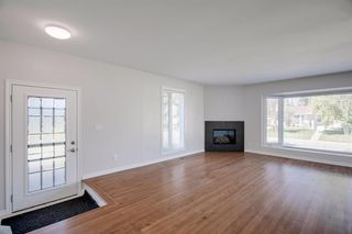 Photo 3: 618 WILLOWBURN Crescent SE in Calgary: Willow Park Detached for sale : MLS®# A1023739