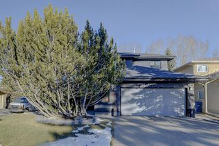 Photo 2: 1396 Shawnee Road SW in Calgary: Shawnee Slopes Detached for sale : MLS®# A1050612