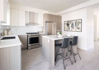 """Photo 5: 32 7947 209 Street in Langley: Willoughby Heights Townhouse for sale in """"LUXIA"""" : MLS®# R2418296"""