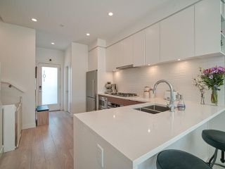 """Photo 6: 101 321 E 16TH Avenue in Vancouver: Mount Pleasant VE Townhouse for sale in """"ARNE"""" (Vancouver East)  : MLS®# R2467350"""