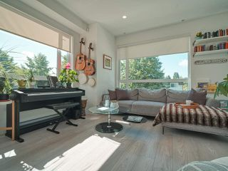 """Photo 2: 101 321 E 16TH Avenue in Vancouver: Mount Pleasant VE Townhouse for sale in """"ARNE"""" (Vancouver East)  : MLS®# R2467350"""