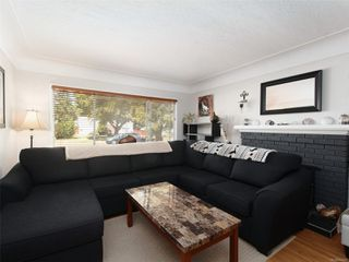 Photo 2: 1529 Westall St in : Vi Oaklands House for sale (Victoria)  : MLS®# 852461
