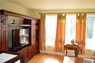 Photo 4: 44 Glenshephard Drive in Toronto: Kennedy Park House (1 1/2 Storey) for sale (Toronto E04)  : MLS®# E4600954