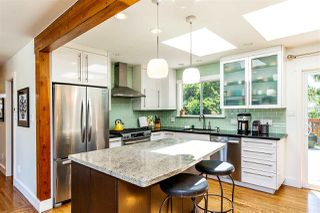 Photo 4: 15760 RUSSELL Avenue: White Rock House for sale (South Surrey White Rock)  : MLS®# R2401494