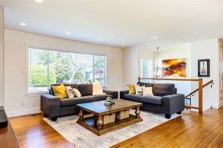Photo 2: 15760 RUSSELL Avenue: White Rock House for sale (South Surrey White Rock)  : MLS®# R2401494