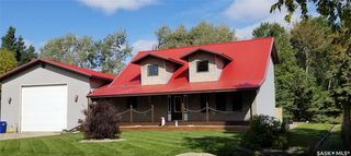 Photo 1: 203-205 Queens Drive in Nipawin: Residential for sale : MLS®# SK833623