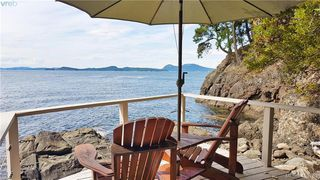 Photo 1: 1604 Storm Crescent in PENDER ISLAND: GI Pender Island Single Family Detached for sale (Gulf Islands)  : MLS®# 413763
