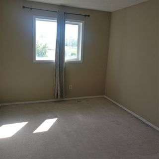 Photo 3:  in Edmonton: Zone 30 House Half Duplex for sale : MLS®# E4168555