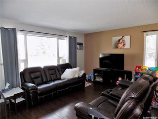 Photo 3: 401 Tache Crescent in Saskatoon: Pacific Heights Residential for sale : MLS®# SK800576