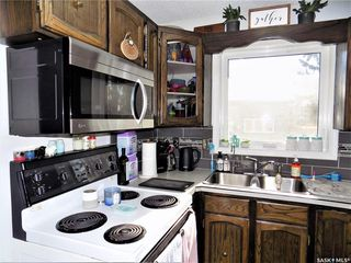 Photo 5: 401 Tache Crescent in Saskatoon: Pacific Heights Residential for sale : MLS®# SK800576