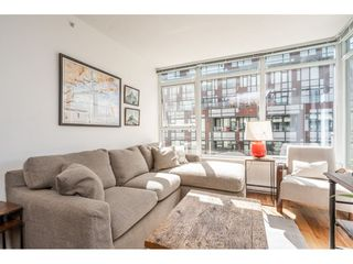 """Photo 3: 908 251 E 7TH Avenue in Vancouver: Mount Pleasant VE Condo for sale in """"District"""" (Vancouver East)  : MLS®# R2465561"""