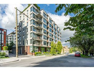 """Photo 1: 908 251 E 7TH Avenue in Vancouver: Mount Pleasant VE Condo for sale in """"District"""" (Vancouver East)  : MLS®# R2465561"""