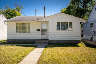 Photo 1: 1996 Pacific Avenue West in Winnipeg: Weston Residential for sale (5D)  : MLS®# 202019258