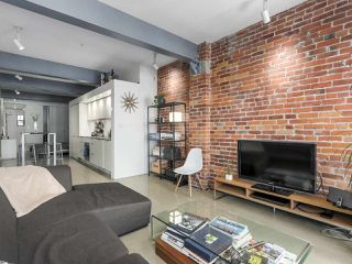 "Photo 6: 404 53 W HASTINGS Street in Vancouver: Downtown VW Condo for sale in ""The Paris Block"" (Vancouver West)  : MLS®# R2408183"