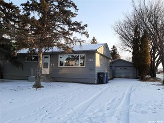 Photo 2: 202 Witney Avenue North in Saskatoon: Mount Royal SA Residential for sale : MLS®# SK808998