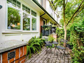 """Photo 4: 3808 WELWYN Street in Vancouver: Victoria VE Townhouse for sale in """"Stories"""" (Vancouver East)  : MLS®# R2467996"""