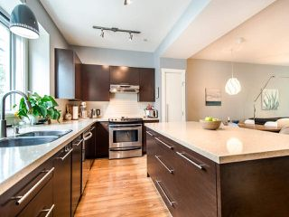 """Photo 7: 3808 WELWYN Street in Vancouver: Victoria VE Townhouse for sale in """"Stories"""" (Vancouver East)  : MLS®# R2467996"""
