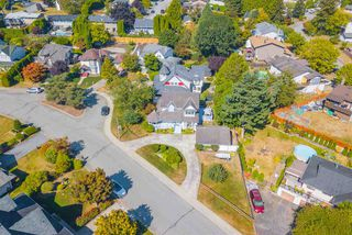 Photo 31: 19769 S WILDWOOD Crescent in Pitt Meadows: South Meadows House for sale : MLS®# R2496914