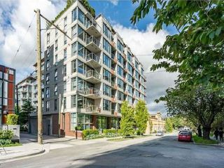 """Photo 3: 408 251 E 7TH Avenue in Vancouver: Mount Pleasant VE Condo for sale in """"THE DISTRICT"""" (Vancouver East)  : MLS®# R2528268"""