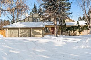 Photo 1: 27 Driscoll Crescent in Winnipeg: Tuxedo Residential for sale (1E)  : MLS®# 202003799