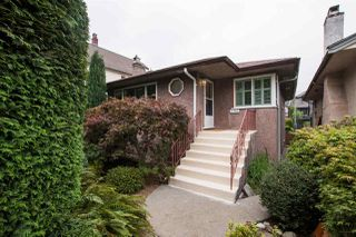 Photo 1: 2789 PARKER Street in Vancouver: Renfrew VE House for sale (Vancouver East)  : MLS®# R2502903