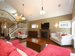 Photo 4: 1215 Clearwater Pl in VICTORIA: La Westhills Single Family Detached for sale (Langford)  : MLS®# 820809