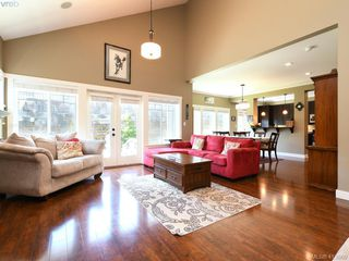 Photo 3: 1215 Clearwater Pl in VICTORIA: La Westhills Single Family Detached for sale (Langford)  : MLS®# 820809