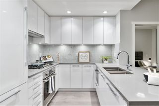 """Photo 4: 311 118 CARRIE CATES Court in North Vancouver: Lower Lonsdale Condo for sale in """"PROMENADE AT THE QUAY"""" : MLS®# R2425435"""