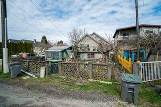 "Photo 16: 2504 NAPIER Street in Vancouver: Renfrew VE House for sale in ""RENFREW"" (Vancouver East)  : MLS®# R2449289"