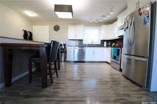 Photo 2: 221 20th Street in Battleford: Residential for sale : MLS®# SK824616
