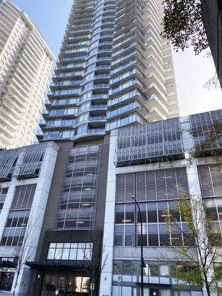 """Photo 1: 2702 892 CARNARVON Street in New Westminster: Downtown NW Condo for sale in """"Azure II Downtown NW"""" : MLS®# R2508059"""