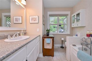 Photo 10: 385 IVOR Rd in Saanich: SW Prospect Lake House for sale (Saanich West)  : MLS®# 833827