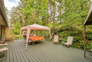 Photo 11: 385 IVOR Rd in Saanich: SW Prospect Lake House for sale (Saanich West)  : MLS®# 833827